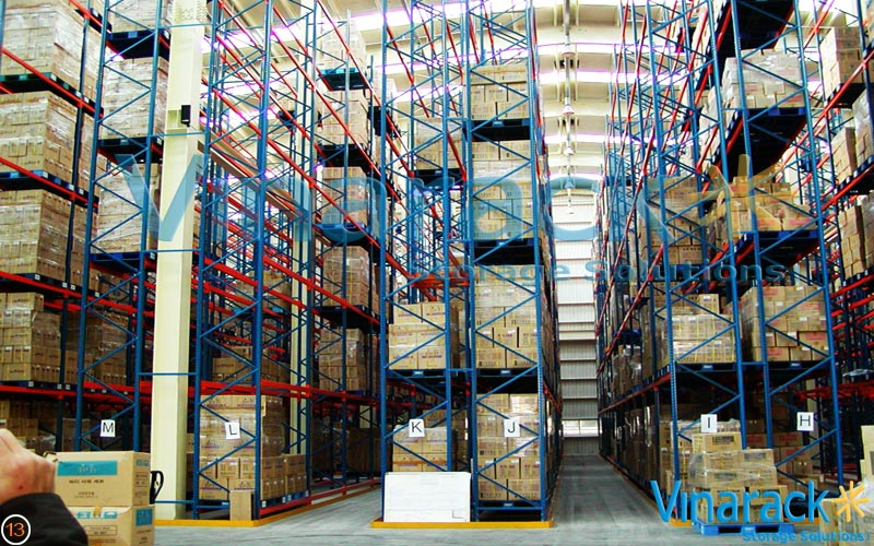 Very Narrow Aisle Shelving (VNA)